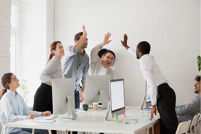technologie-travail-equipe